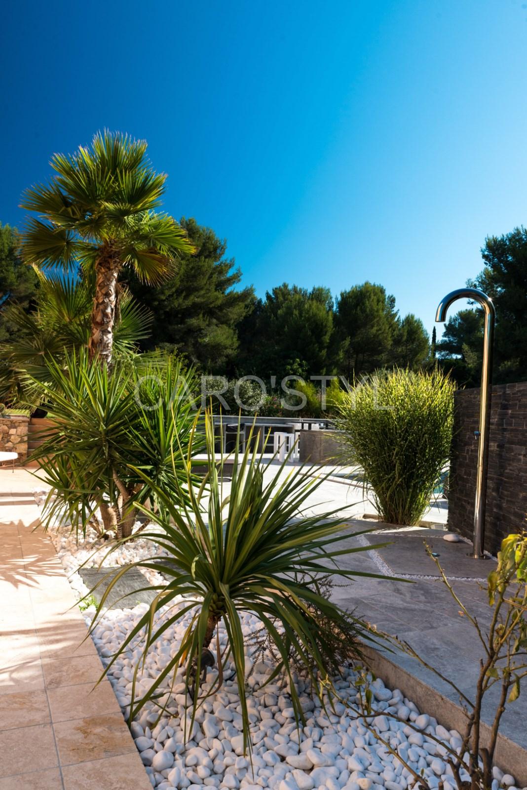 Realiser Massif Avec Galet décorer ses massifs de jardin en galets roulés marbre blanc