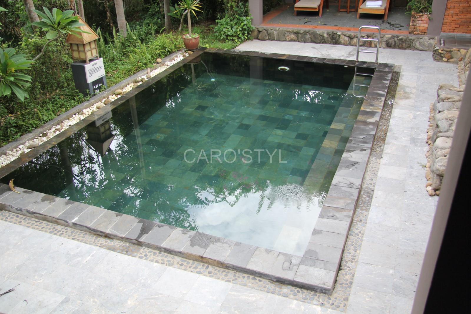 piscine en pierre verte de bali pr s de toulon 83 var magasin de carrelage pierre naturelle. Black Bedroom Furniture Sets. Home Design Ideas