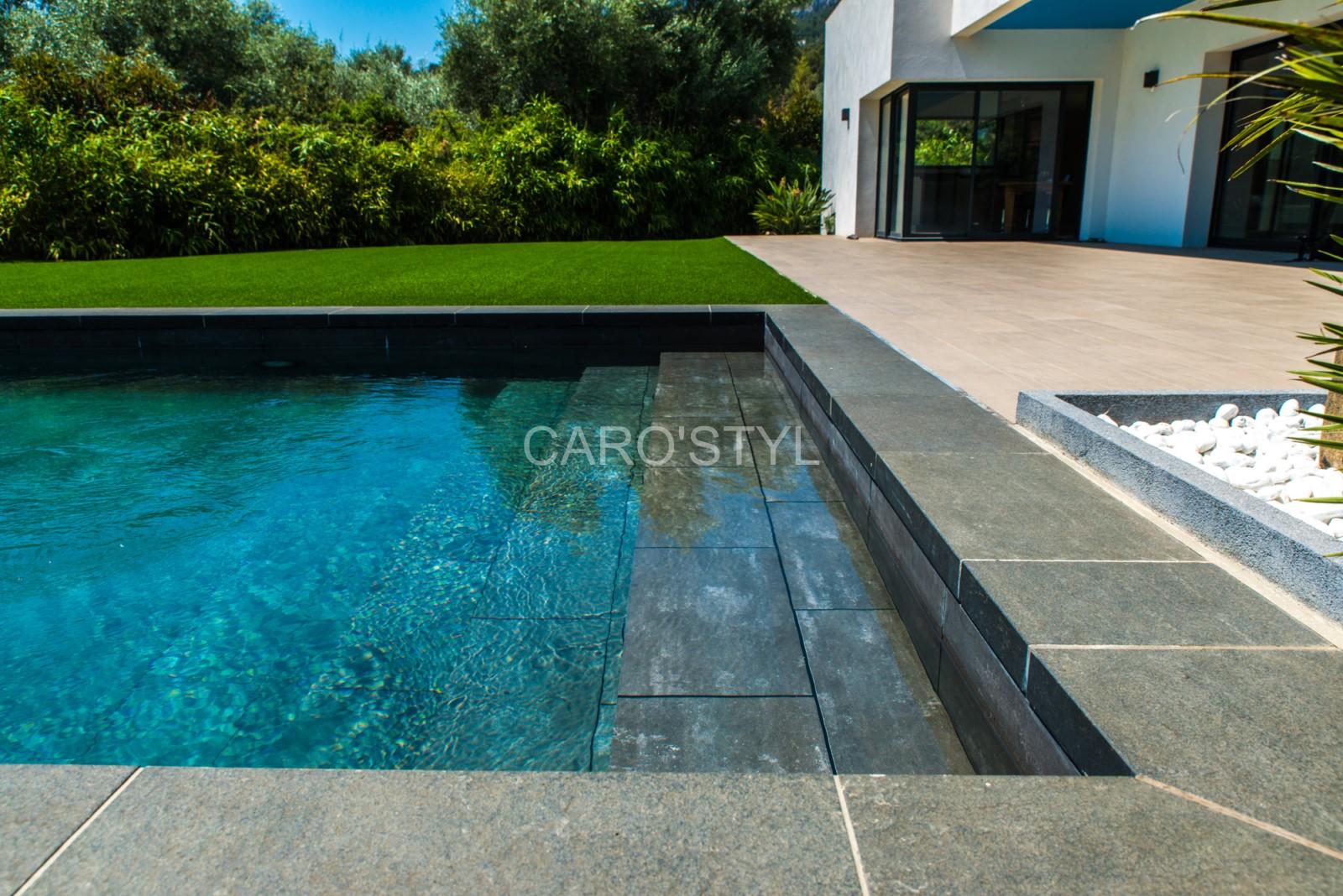 Carrelage le maurice black pour votre piscine contemporaine magasin de carrelage pierre - Carrelage piscine moderne ...