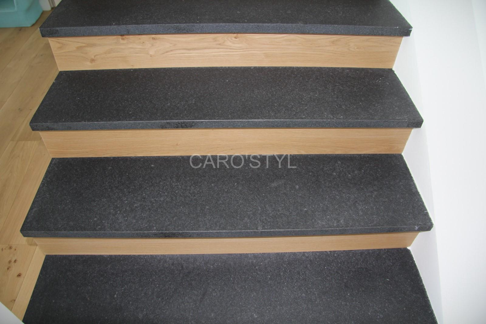Carrelage Sur Marche D Escalier un escalier intérieur sur-mesure en pierre de lave noire, de